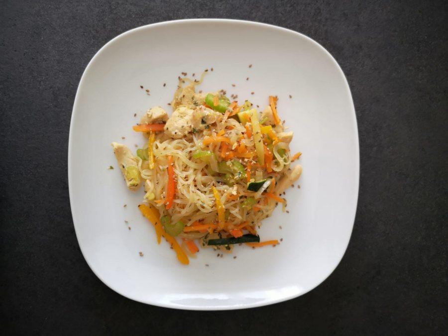Pollo con funghi e spaghetti shirataki
